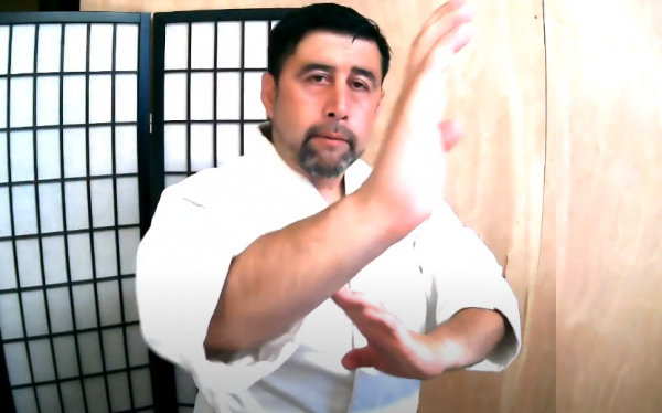 Golpe interno horizontal con la palma de la mano