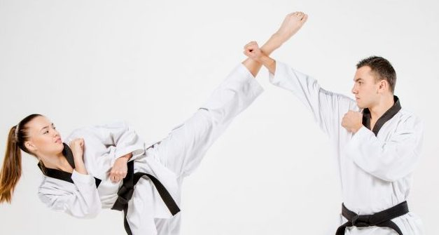 Bloqueando la patada circular en Taekwondo
