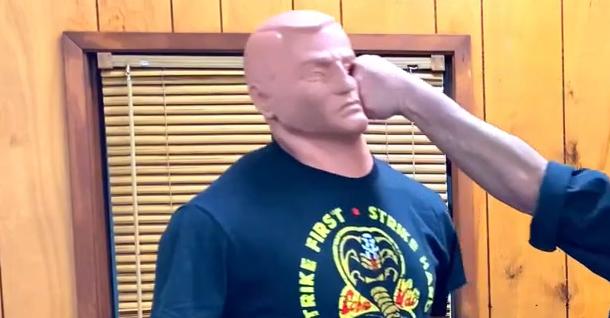 Golpe de puño vertical en Kenpo Karate